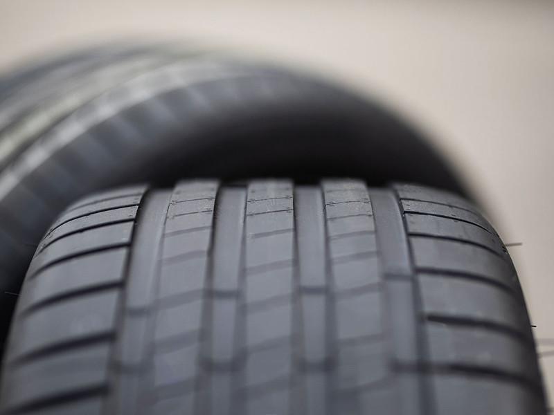 Bridgestone présente Enliten, une nouvelle technologie de pneu qui diminue jusqu'à 20%  la résistance au roulement